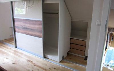 Begehbarer Schiebetürschrank und Schlafzimmermöbel