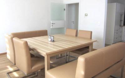 SCHÖSSWENDER Sitzbank und HÄCKER Badezimmermöbel – Kundenfotos